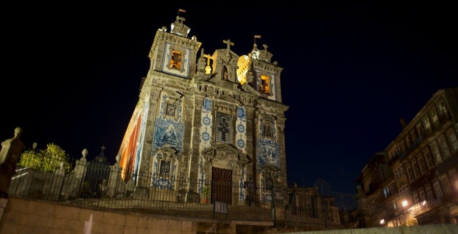 Iglesia De San Idelfonso En Oporto De Noche