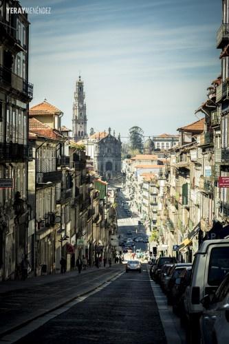 Torre De Los Clérigos En Oporto